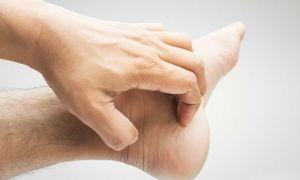 Чешущиеся пятна на теле у взрослых: что это, как лечить