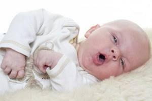 Белый волдырь на внутренней стороне губы у новорожденного ребенка, лечение