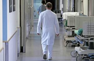 Как написать жалобу на врача поликлиники: порядок действий и образец